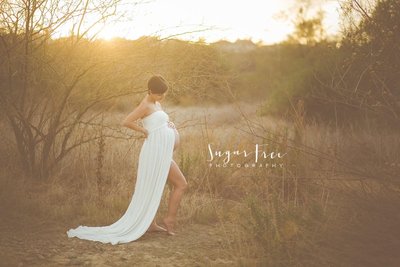 Maternity Dresses 2016: White maternity dress for photoshoot