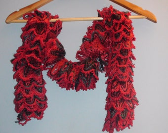 Knitted scarf.