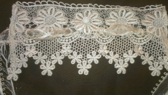 White Vintage Lace Cuff