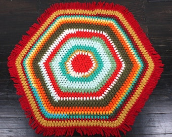 Vintage Hexagonal Accent Rug. Red + Multicolor.