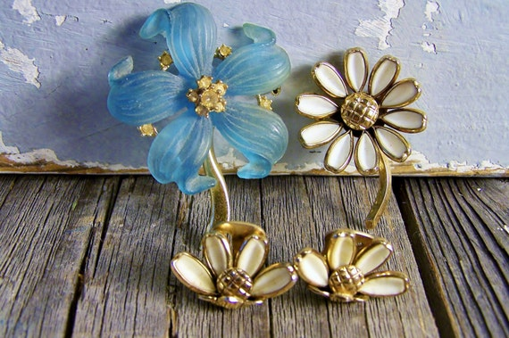 Vintage Trifari Jewelry Mid Century Flower Pin Brooch Matching Earrings Blue-Purple Flower Daisy Flower Costume Jewelry Sexy Trash & Vintage on Etsy