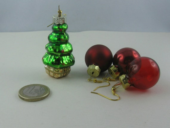 miniatur christbaumkugeln aus glas ohrh nger ungleiches. Black Bedroom Furniture Sets. Home Design Ideas