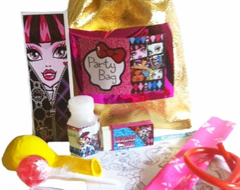 Monster High loot/party bag with 9 items inside, great value
