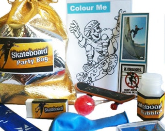 Skateboard loot party bag with 9 items inside, great value