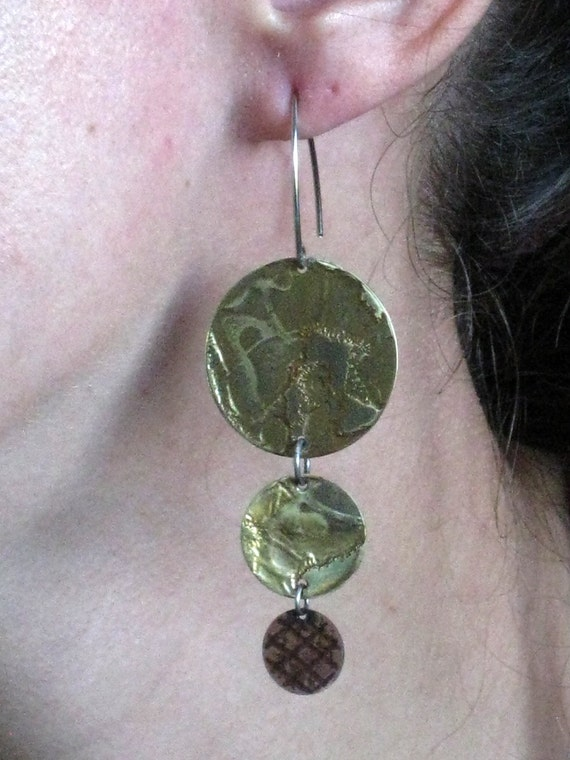 Three discs two colors earrings - One of a kind handmade - Organic pattern in gold and copper