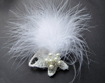 SALE. Feather Hair Bobby Pin. Feathers Lace Bridal Hair Pin. Lace and White Feathers. White and Ivory.