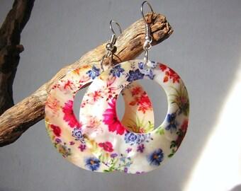 "Earrings in mother-of-pearl, green, blue, red  flowers. 1.97"""