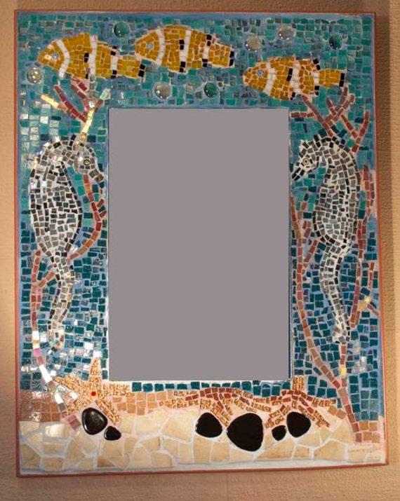 Cavallucci marini in corallo mare mosaico specchio - Specchio con mosaico ...