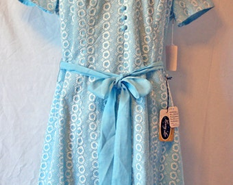 1960s Vintage Deadstock Pale Blue Short Sleeve Henry-Lee Women's Day Dress — Size 14