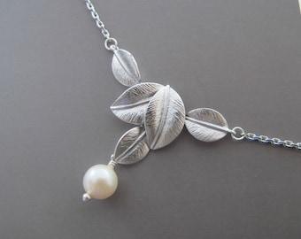 Leaf Pearl Necklace. Bridesmaid Necklace. Bridal Necklace. Wedding Necklace
