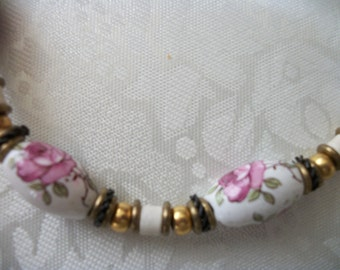 Vintage Chunky White Glass Beads / Necklace / Painted Roses / Gold Tone / Metal Beads / Women / Art Deco / Christmas / Gift / Collectible