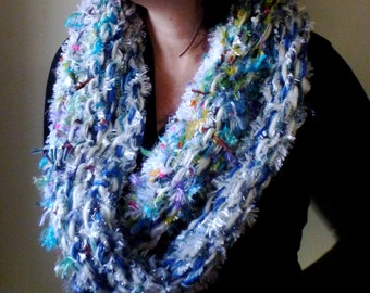 Bud Knitted mixed fibre cowl