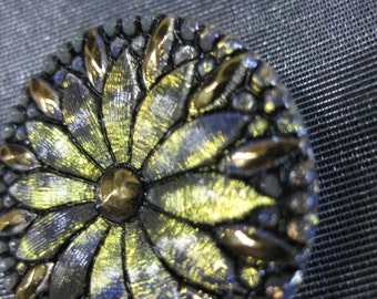 Dazzling Daisy in Silver Czech Glass Button 32mm