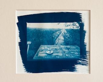 Blauwdruk oftewel cyanotype landscape with table