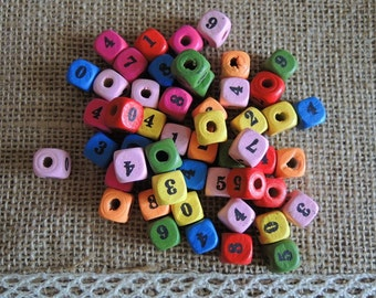 100 Pcs 10X9X9mm Mixed Color Printing number 0-9 Square Wood Bead    (W298)