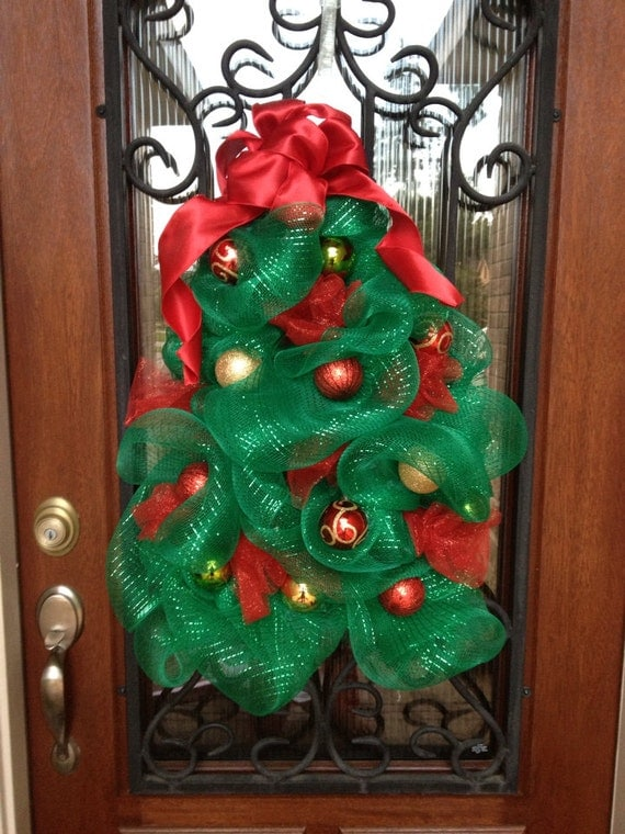 how to make a christmas tree wreath with mesh