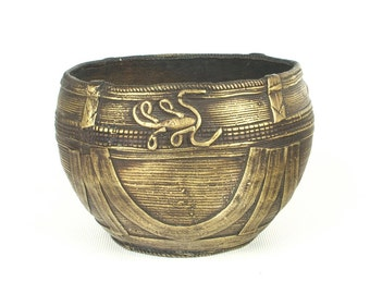 Antique Dhokra bowl from Orissa (no. 2) - Authentic and nicely detailed measuring bowl for rice