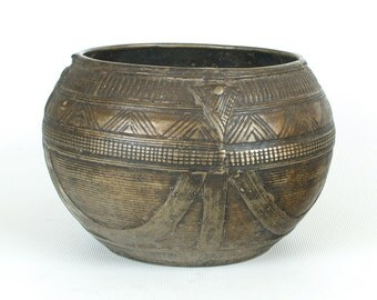 Antique Dhokra bowl from Orissa (no. 3) - Authentic and nicely detailed measuring bowl for rice