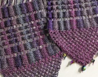 Lilac beaded crochet echarpe