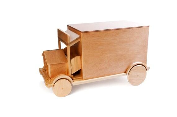 artculos similares a camin de madera bal para guardar juguetes mueble de madera para nios y nias en etsy
