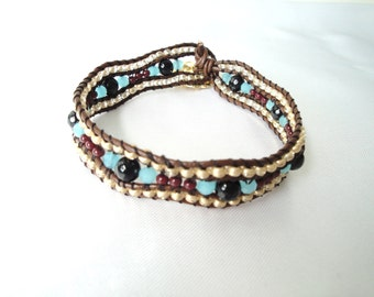 Bracelet with leather and pearls