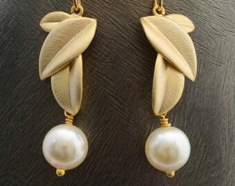 Gold Leaf with Pearl Earrings, Drop Earrings, Dangle Earrings, Wedding Jewelry, Bridesmaid Jewelry