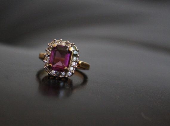 18k gold hge gemstone ring size 7