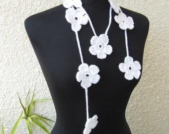 Crochet White Flower Garland, Wedding Scarf, Crochet Lariat Scarf, Wedding Garland, Flower Girl Necklace Crochet Gift, Bridal Wedding Decor
