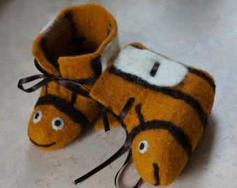 """Children shoes. Felted boots for babies """"Bees"""" . Felt baby shoes. Felt baby booties. Felt kids boots. Baby shoes handmade."""