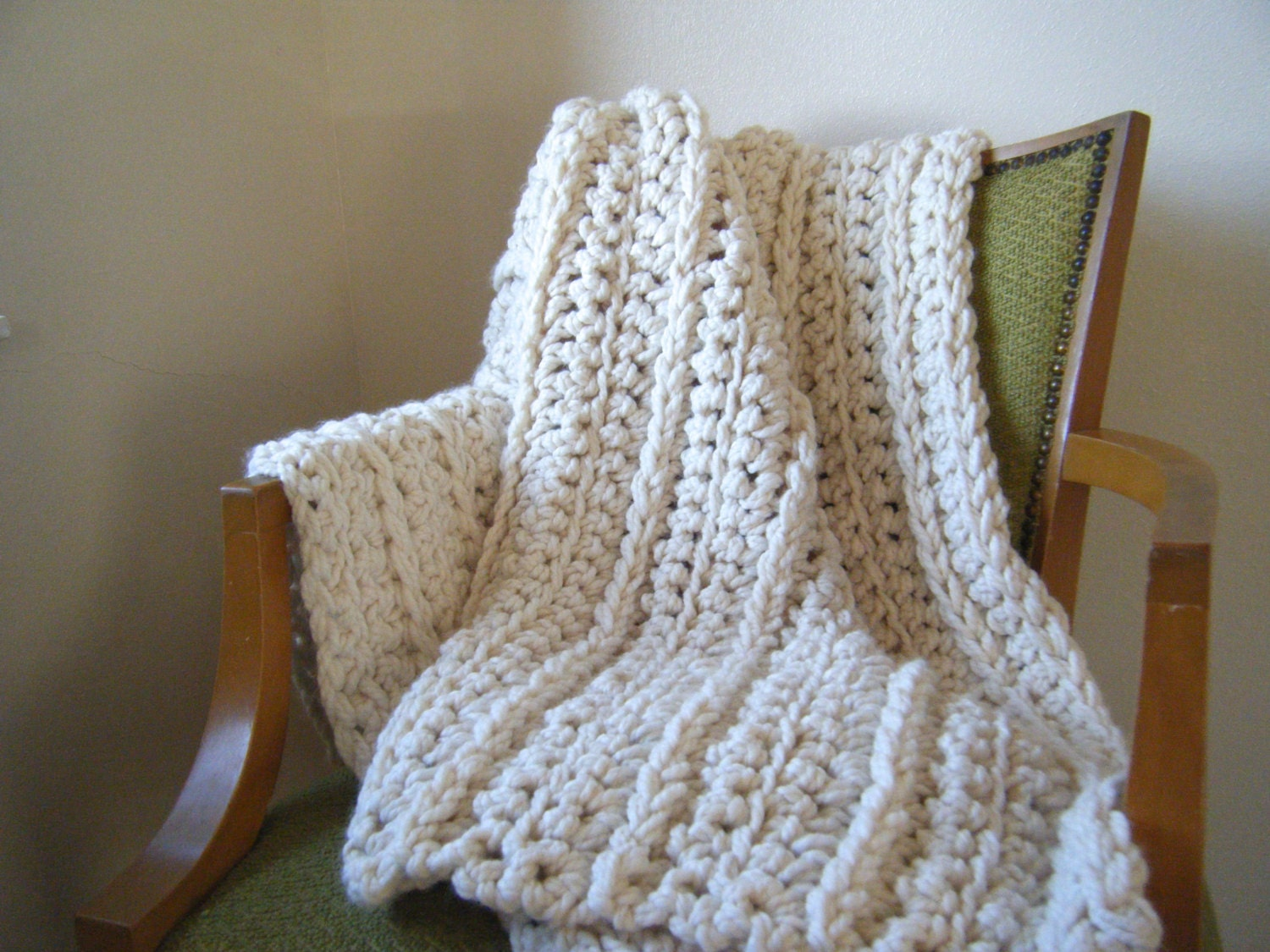 Crochet Pattern For Bulky Yarn Blanket : DIY Crochet Pattern: Super chunky throw ivory cream