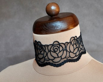 Elegant GOTHIC VAMPIRE Glamour CHOKER Velvet ribbon and beautiful embellishment