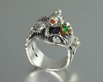 BEFORE THE KISS the Frog Prince ring in silver and 14k gold wth Emerald and moonstones