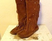 Vintage Minnetonka Fringe Boots // 70s Boho Rustic Flats // Made in USA Studded Hippie // Size 9