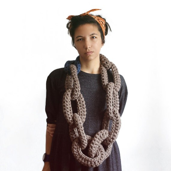 Sweetheart Chain Scarf in Toasted Coconut