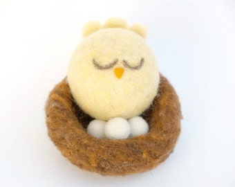 Mama Bird Toy, Needle Felted Mother Bird sitting on her Wool Nest