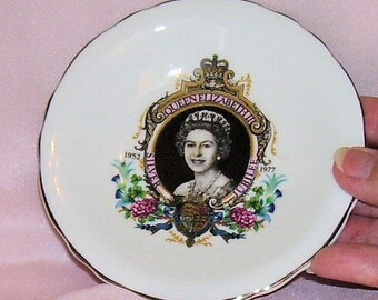Queen Elizabeth SILVER JUBILEE Trinket, Vanity or Pin Dish 1977 Royal Grafton Bone China