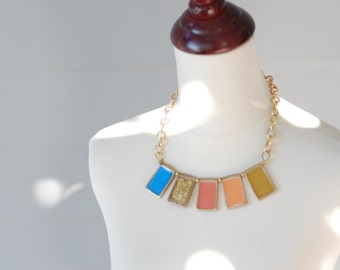 Shimmery nude spectrum necklace