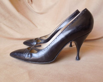 Vintage High Heel Pumps, 1960's Stiletto Heels, Pointed Toe, Black Leather, Size 5 to 5.5
