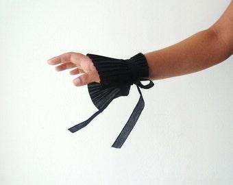 Dramatic Black Ruffle Cuff Victorian Fairytale Costume Gauntlet Faux Fingerless Glove Wrist Warmers