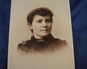 Photograph Young Woman High Collar Hair Pulled Back 1893 Cabinet Card
