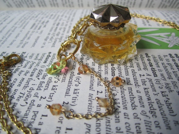Avon Regence Perfume Bottle Necklace - 1/8 fl oz - necklace - Jewelry - Old - Gold - bottle - dainty