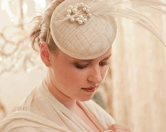 Dutch couture cream / off white bridal mini hat with lots off feathers and rhinestone embellishment