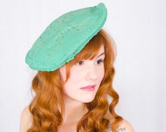 1930s vintage hat / rayon tilt beret / Golden Fern