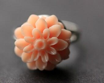 Pinky Peach Mum Flower Ring. Pink Peach Chrysanthemum Ring. Peach Pink Flower Ring. Adjustable Ring. Handmade Flower Jewelry.