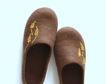 Felted wool slippers women brown house shoes gift for her home shoes hauswarming gift felt shoes custom slippers handmade wet felting