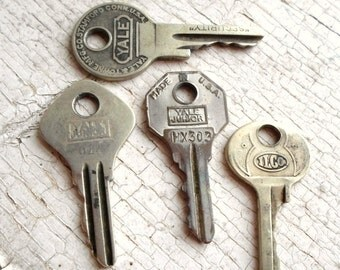 Vintage Keys, 4 Vintage Keys, Old Keys, Supplies, Miniature Keys, Small Keys, Key Metal, Jewelry, Shadow Boxes, Props, All Vintage Man