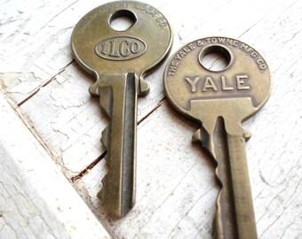 Vintage Keys, 2 Vintage Keys, Old Keys, Supplies, Thick Keys, Small Keys, Key Metal, Brass Keys, Jewelry, Shadow Box, Props, All Vintage Man