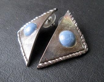 Geometric triangular earrings, vintage silver tone pierced earrings, blue Lucite cabochons, Mod revival, 80s