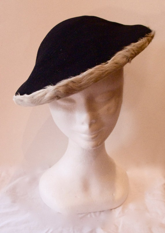 Vintage 1940s Black Felt Hat with Fur Trim