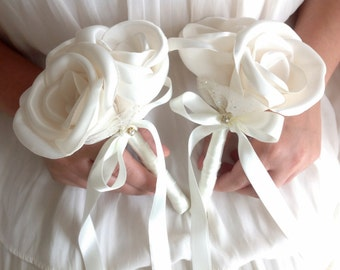 Bridesmaids' Bouquets, Rose bouquet, Fabric flower bouquet, satin bouquet, Toss Bouquet, ivory bouquet, small bouquet